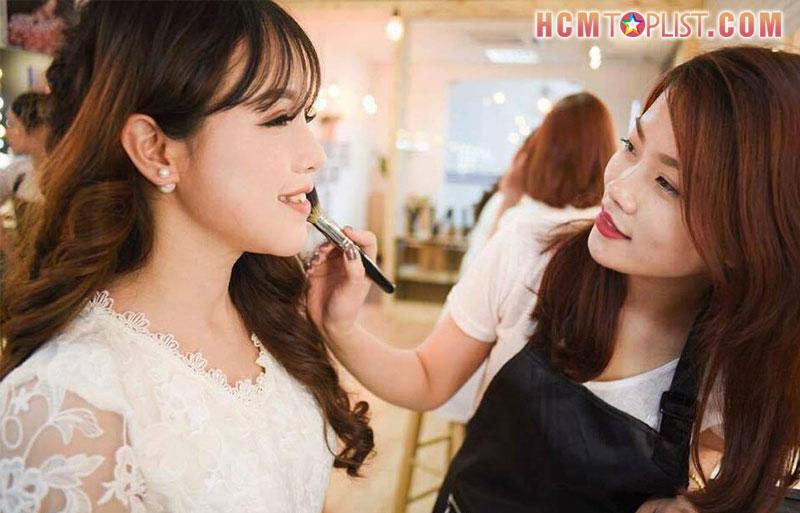 nhi-poli-makeup-hcmtoplist