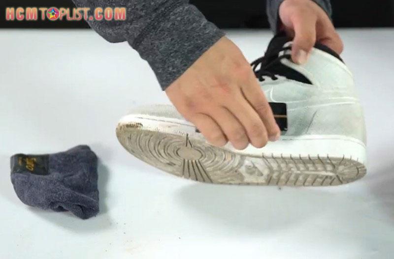 ve-sinh-giay-sneaker-chongiay-tp-hcm-hcmtoplist