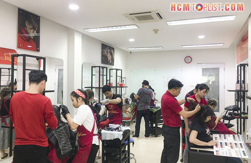 world-nail-school-day-hoc-cat-toc-nam-chuyen-nghiep-tp-hcm-hcmtoplist