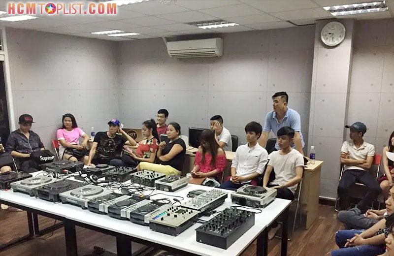 dj-academy-hcmtoplist
